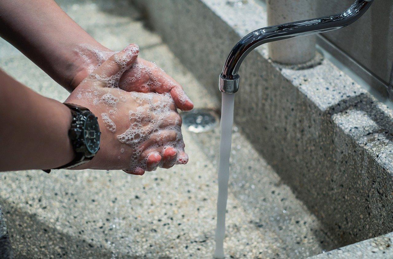 pestään käsiä